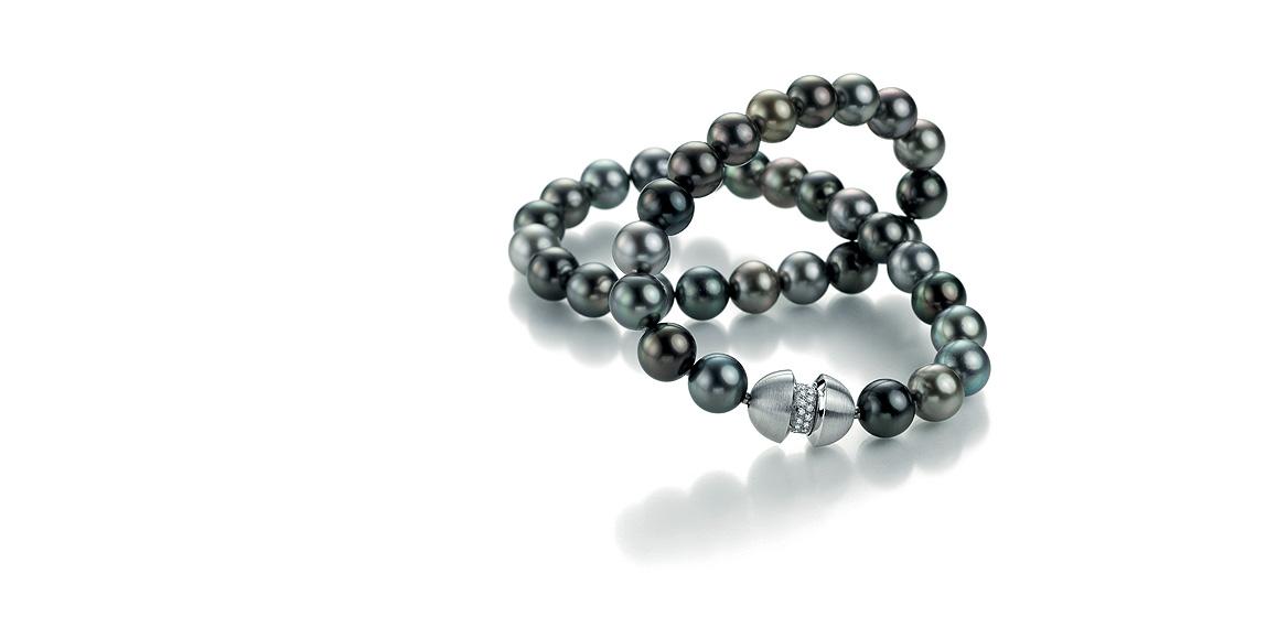 zwart-parelsnoer-tahiti-met-witgouden-wisselbare-sluiting-gezet-met-wit-briljant-diamant.jpg