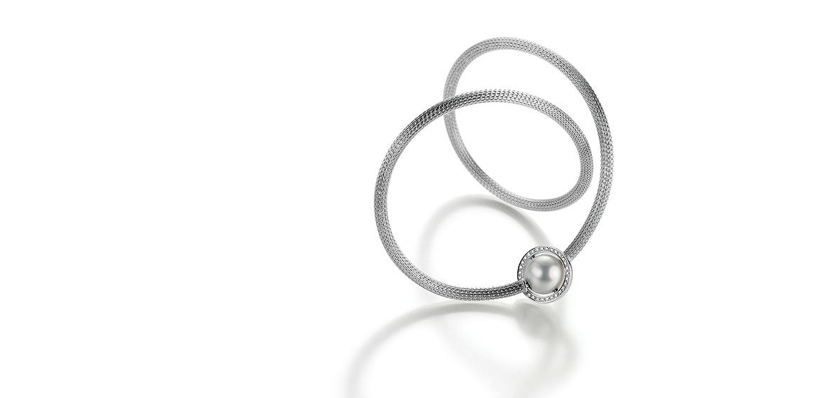 edelstalen-collier-met-wisselbare-parelsluiting-met-witgouden-beweegbare-discus-gezet-met-wit-briljant-diamant.jpg