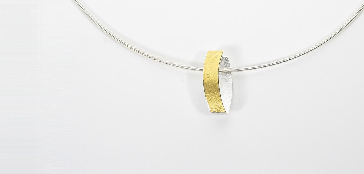 zilveren-hanger-gecombineerd-met-goud-18-krt.jpg