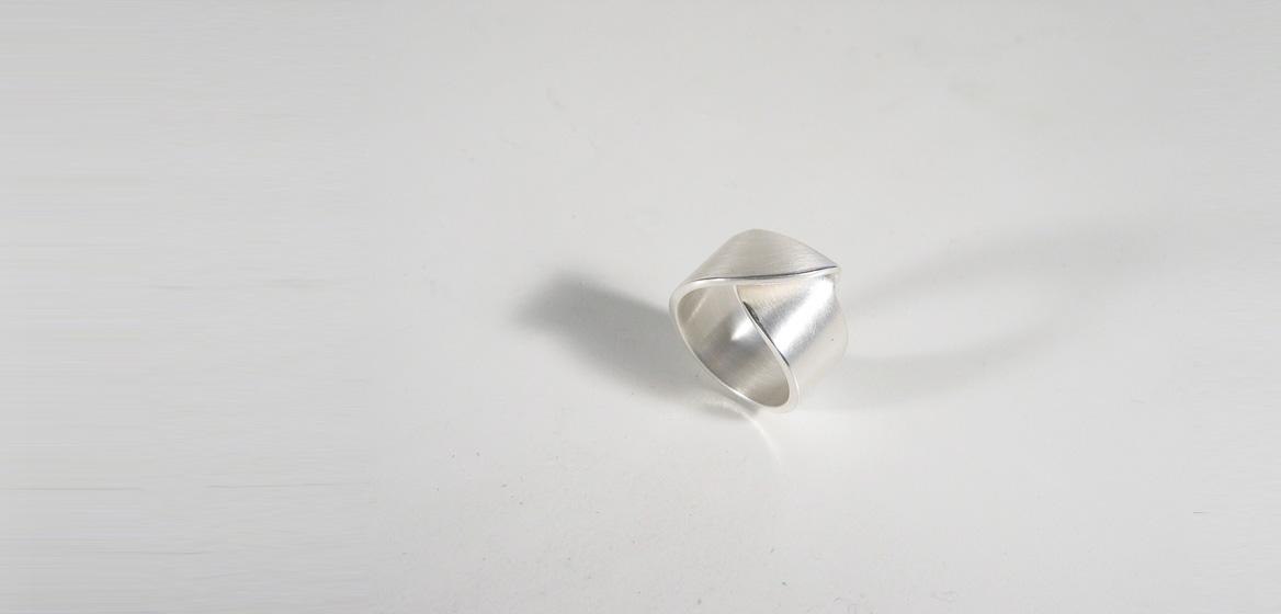 zilveren-ring-met-slag.jpg