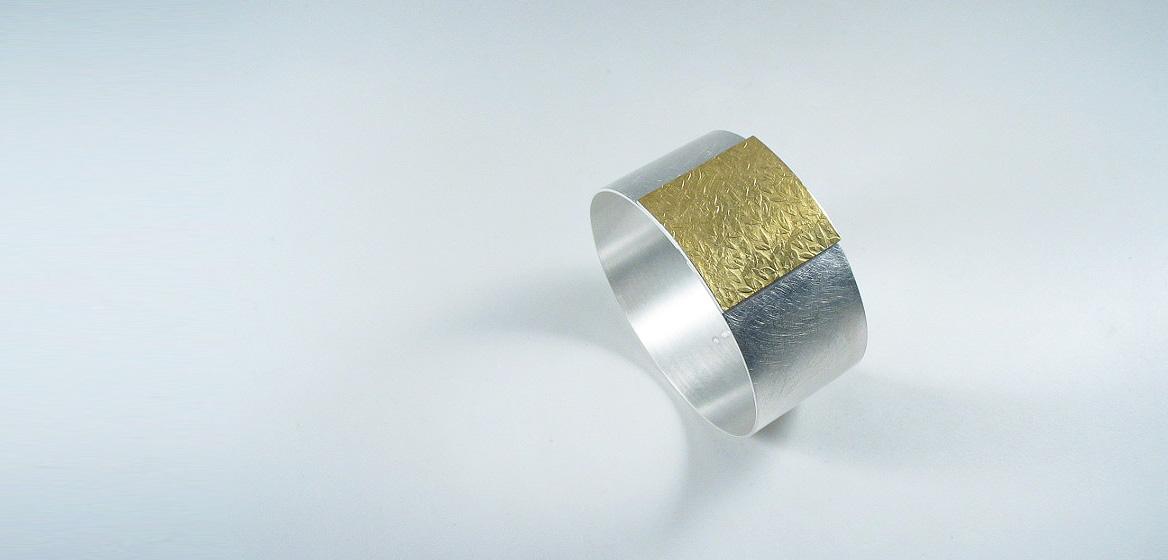 zilveren-armband-gecombineerd-met-beslagen-goud-18-krt.jpg
