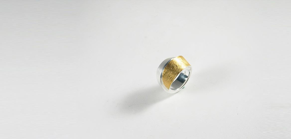 zilveren-ring-gecombineerd-met-goud-18-krt.jpg